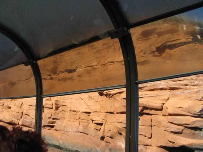 Die Konstruktion des Ausflugsbootes war für die Besichtigung von Steilklippen nicht undedingt Zuschauerfreundlich.