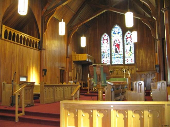 Die Kirche besteht vollständig aus Holz, innen wie außen.